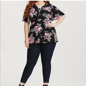 Torrid floral short sleeve peplum top black Size 4